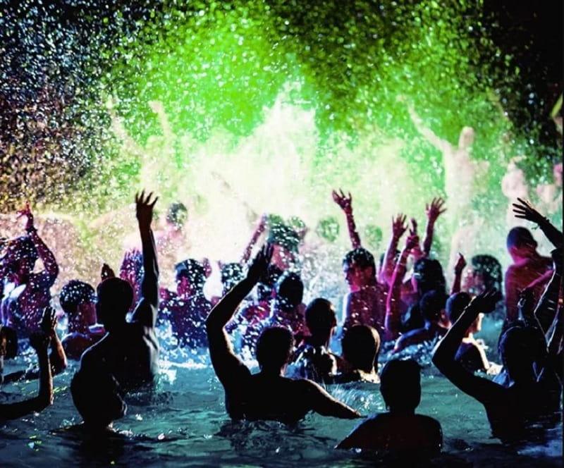 Pool Party với những buổi nhạc nước sống động