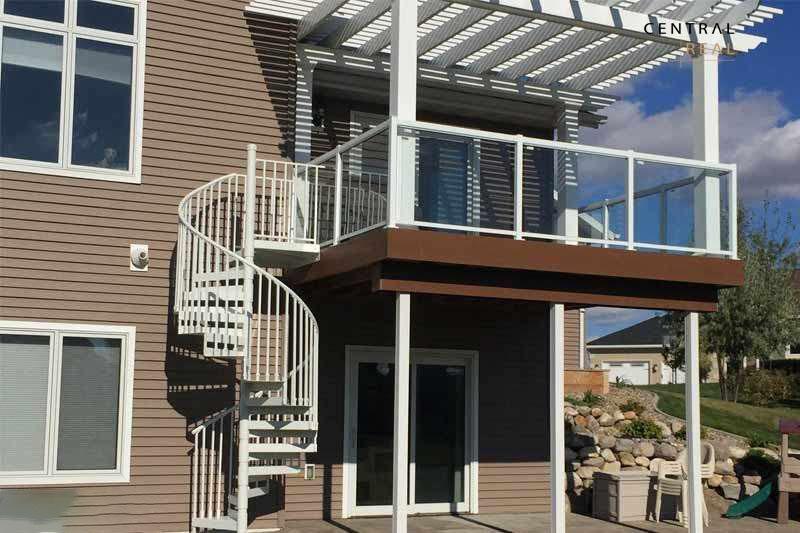 3.Mẫu thiết kế cầu thang ngoài trời dạng xoắn ốc