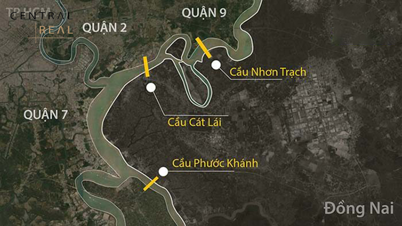 Khu vực cầu vượt Tân Vạn ở của ngõ TP.HCM ngày càng có nhiều xe lưu thông hướng về Đồng Nai và Bà Rịa -Vũng Tàu